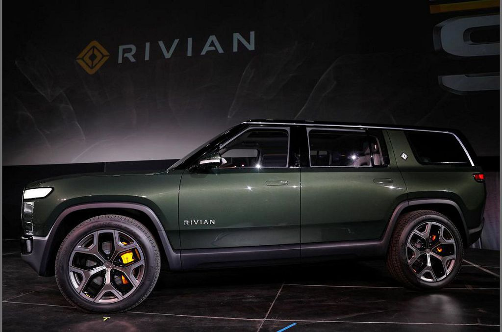 2022 Rivian R1s Electric Suv Base Style 001