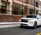 2022 Mitsubishi Outlander Debut Interior Reviews Sel
