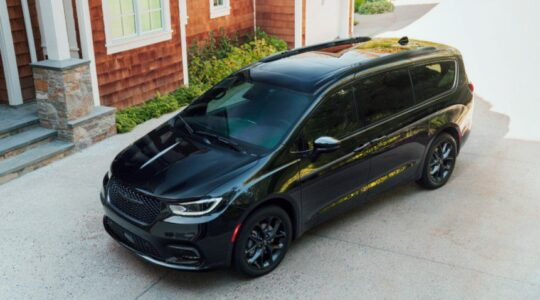 2022 Chrysler Pacifica Hybrid Review Images